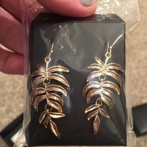 Palmleaf dangling gold earrings brand NEW in box